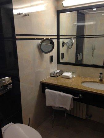 The Westin Zagreb: bathroom