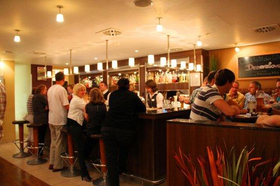 Mercure Hotel Köln West: Вечерний бар