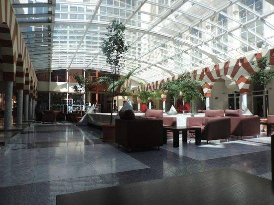 Silken Al-Andalus Palace Hotel : Hall de l'hôtel - espace détente