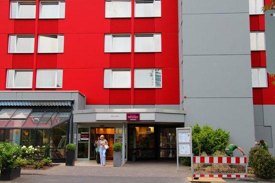 Mercure Hotel Köln West: Вид на отель