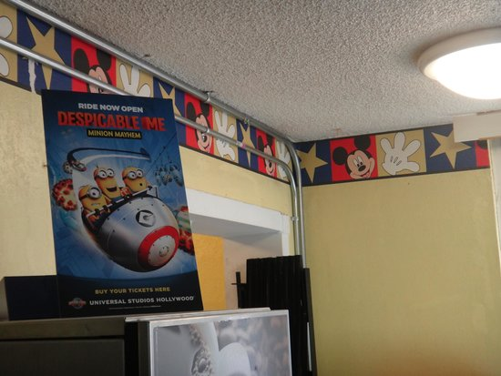 Super 8 Anaheim Near Disneyland: Decorations in breakfast area.
