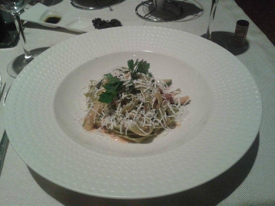 Modigliani - Pasta e Carne: Spinach fettuccine - 55 Lei.