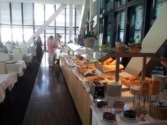 Ramada Plaza Basel City Center : Breakfast