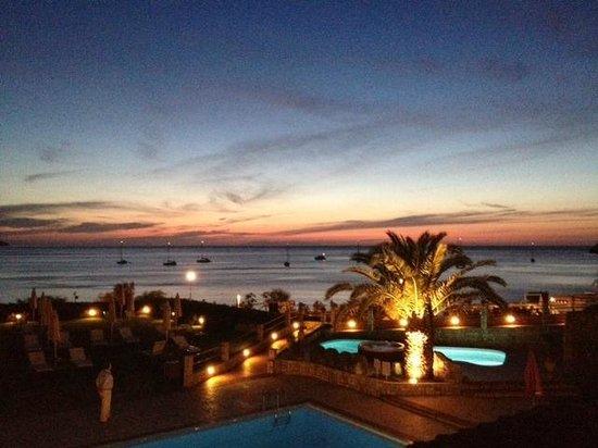 Hotel Biodola: vista dalla terrazza dell'hotel, tramonto di sera