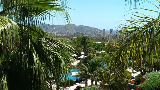 Barcelo Asia Gardens Hotel & Thai Spa : view from our balcony onto pool and gardens