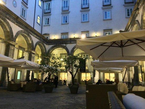 Palazzo Caracciolo Napoli MGallery by Sofitel: Innenhof (Frühstück und Dinner)