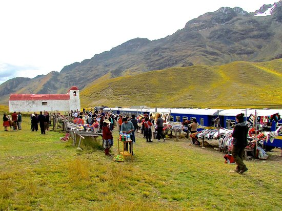 PeruRail - Titicaca: A stop at the highest point between Puno & Cusco