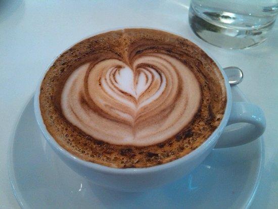 Ottolenghi - Islington: Cappuccino da Ottolenghi, Islington – Londra