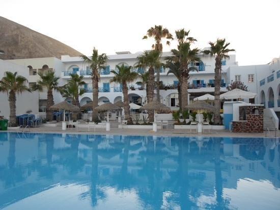 Kamari Beach Hotel: pool area
