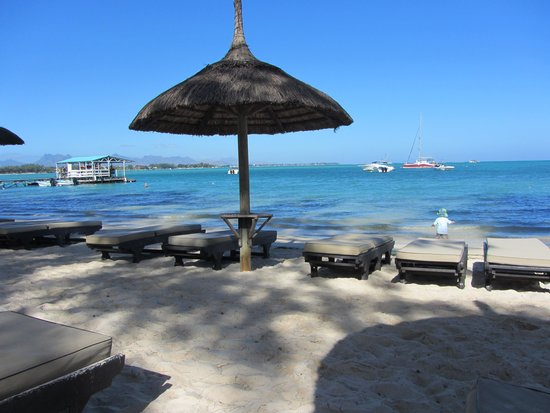 Club Med La Pointe aux Canonniers : Clear blue water and clean beach...