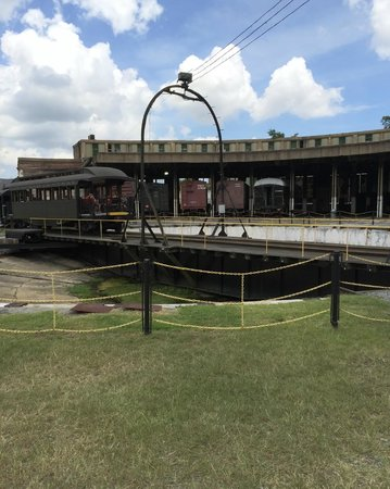 Georgia State Railroad Museum: Turntable at Railroad Museum