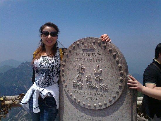 Mt. Huangshan (Yellow Mountain): 黃山絕頂--蓮花峰