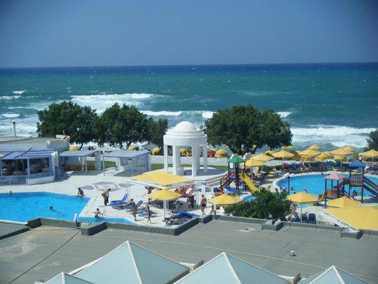 Mitsis Serita Beach Hotel: Pool area