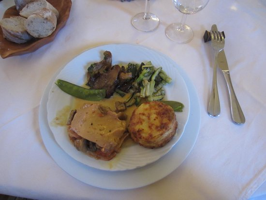 Chateau de Camperos: Equally tasty main meal