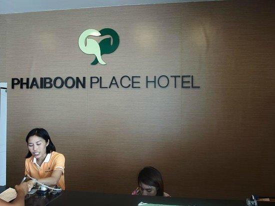 Phaiboon Place Hotel: Rezeption