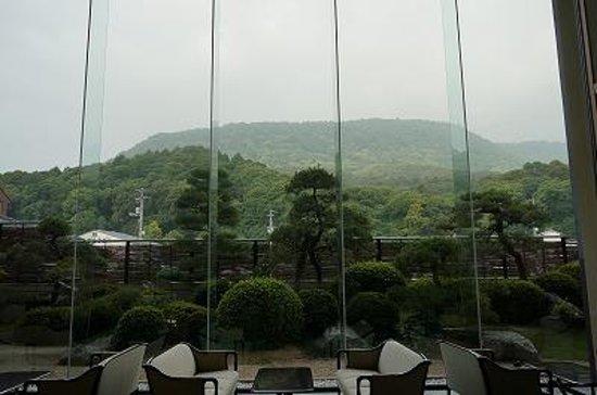 Kotosankaku: ロビーからの琴平山の眺め