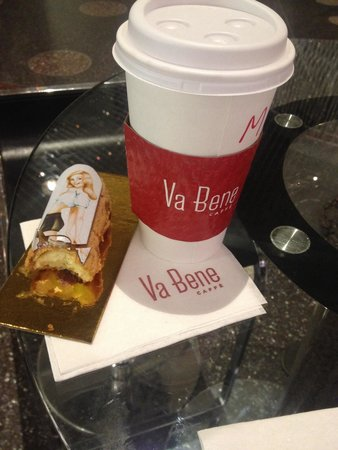 Va Bene Caffe: Coffee and eclair