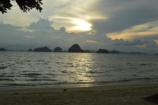 Amari Vogue Krabi: sunset beach