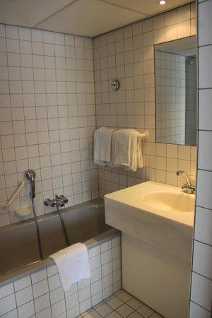 NH Noordwijk Conference Centre Leeuwenhorst: Bathroom
