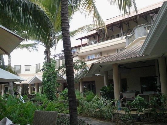 Aanari Hotel & Spa : vue extérieure d'une chambre avec terrasse