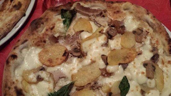 Comiziano, Italia: Patate al forno pancetta funghi e provola...una bomba!!