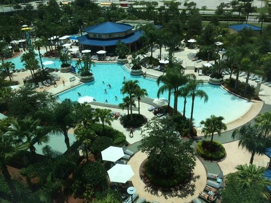 Hilton Orlando: Pool and Lazy River (view from our room)