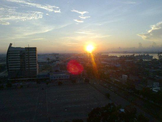 Radisson Blu Cebu: View from room, sunrise