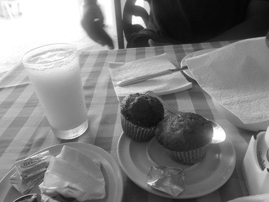 Rooms Ocho Rios: Continental breakfast