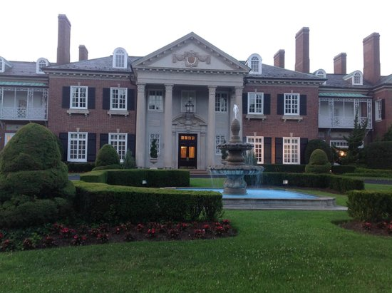 Glen Cove Mansion and Conference Center: Beautiful entrance