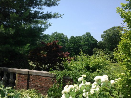 The Mansion at Glen Cove : Gardens