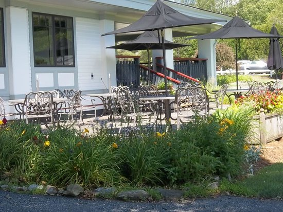 Rutland Country Club: Outside dining at it's best!