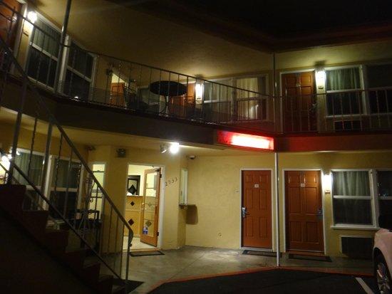 Hotel Point Loma: Exterior.