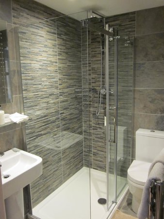 Beaconsfield Farm Self Catering: Garden Suite Bathroom