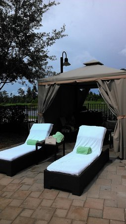 Hilton Orlando Bonnet Creek: Cabana View From Pool Toward Golf Course