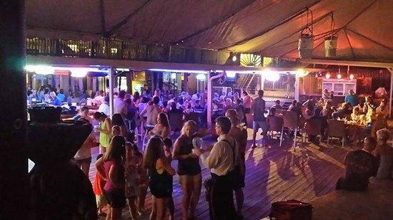The Sandpiper Beacon Beach Resort: Tiki Bar