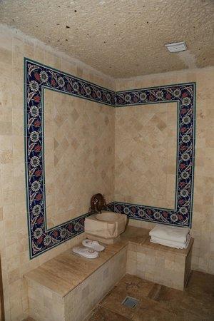 Holiday Cave Hotel: ванная