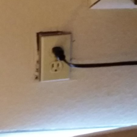 Howard Johnson Inn - Oklahoma City: plug in the room