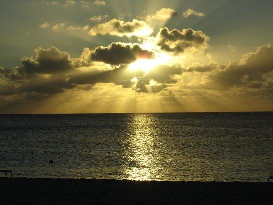 Seven Mile Beach: Sunset on Seven Mile
