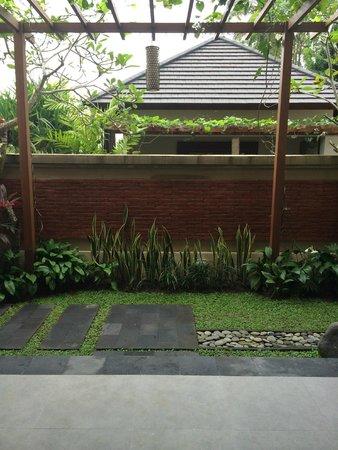 Onje Resort and Villas: Courtyard off room