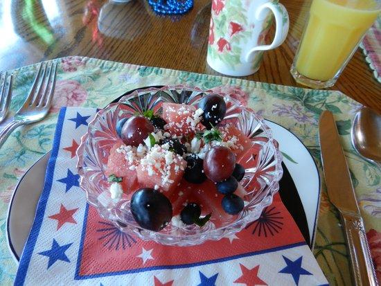 SeaQuest Inn Bed & Breakfast : Breakfast fruit