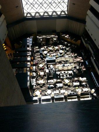 Hyatt Regency New Orleans: View of cafe/bar from 10th floor