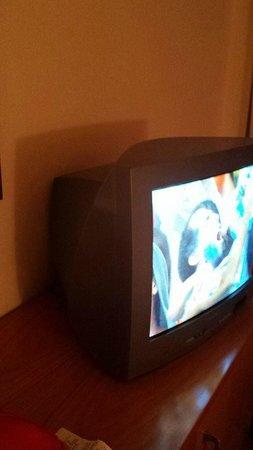 Amarilia Hotel : Ancient TV