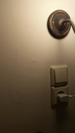 Amarilia Hotel: Pathetic Room interior