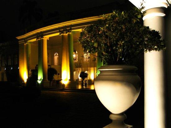 Hotel Solar do Império : Fachada à noite