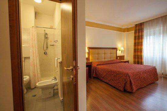 Il Chiostro : camera e bagno