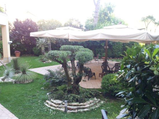 Hotel Villa Ida : giardino