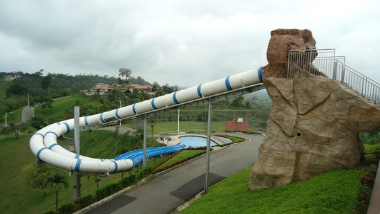 Hillary Nature Resort & Spa: Tobogán