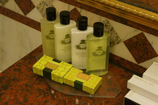 InterContinental Bucharest: Huge 100 cc Agraria toiletries .