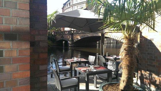 Steigenberger Hotel Hamburg: Breakfast patio