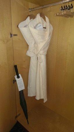 Steigenberger Hotel Hamburg: Robes, slippers and umbrella!